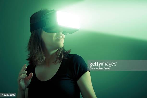 バーチャルリアリティサイエンスフィクションのコンセプトを VR ヘッドセット