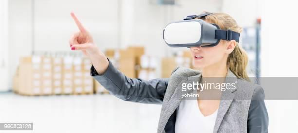 Virtuelle Realität & Warehouse Managerin