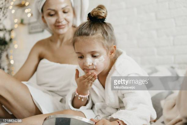 500 Mom And Daughter Spa Photos And Premium High Res Pictures Getty Images