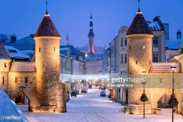 viru väravad, viru gate, tallinn, estonia - tallinn stock pictures, royalty-free photos & images