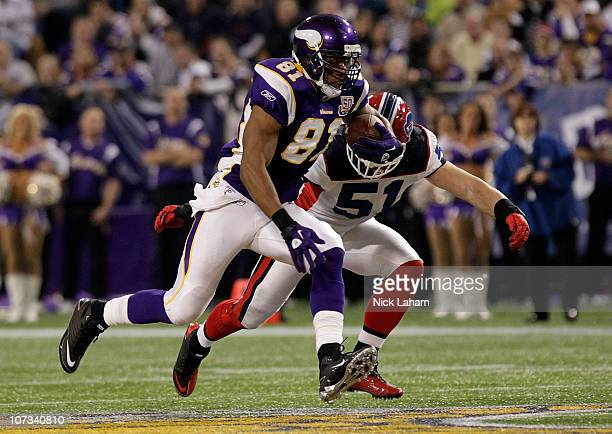 Visanthe Shiancoe of the Minnesota Vikings runs with the ball chased by Ben Leber of the Buffalo Bills at the Mall of America Field at the Hubert H...