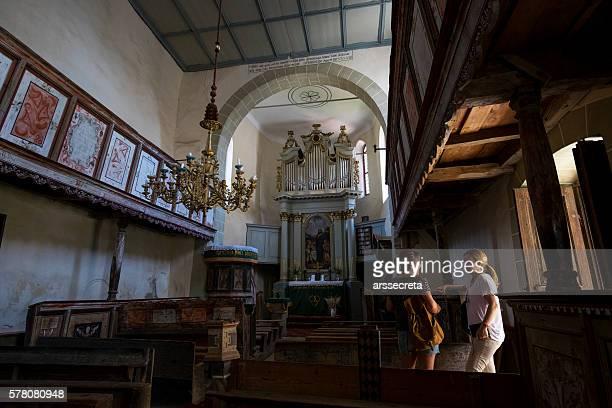 viscri eine kirche  - siebenbürgen stock-fotos und bilder