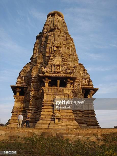 vishwanath temple, khajuraho - khajuraho stock pictures, royalty-free photos & images