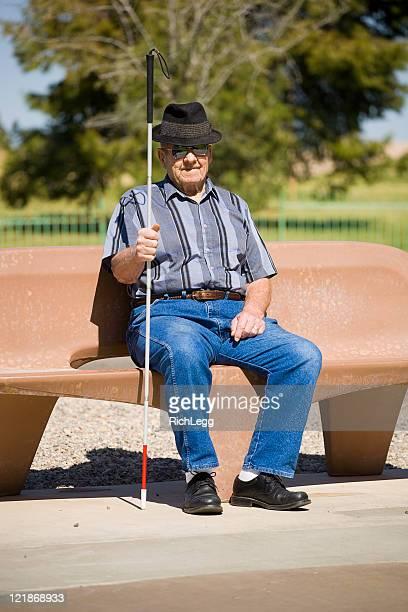vision のご不自由なお客様のための老人男性 - 白杖 ストックフォトと画像