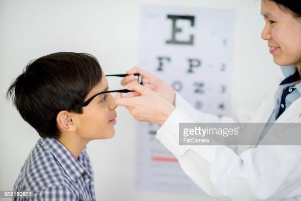 vision test - eye test chart foto e immagini stock