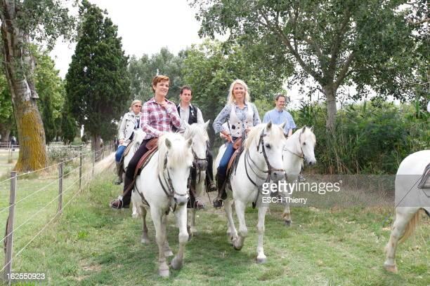 Visit Of Chantal Jouanno In SaintesMariesDeLaMer La ministre des Sports Chantal JOUANNO à cheval lors d'une randonnée équestre au mas de Pin Fourcat...