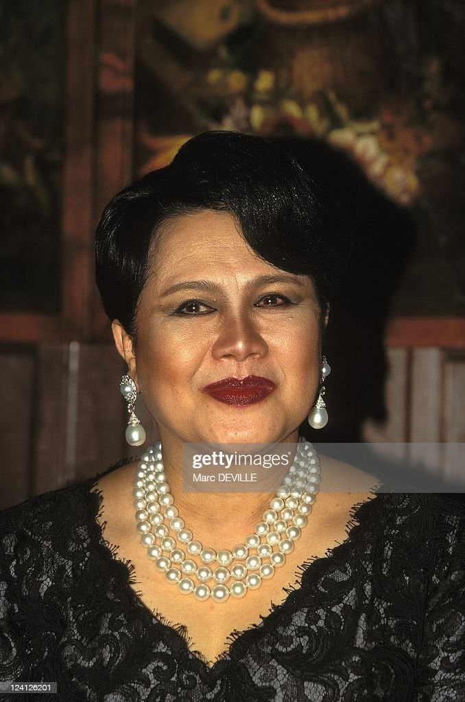 Visit Of Queen Sirikit Of Thailand At Tenerife Loro Park In Tenerife, Spain On January 24, 1996. : News Photo