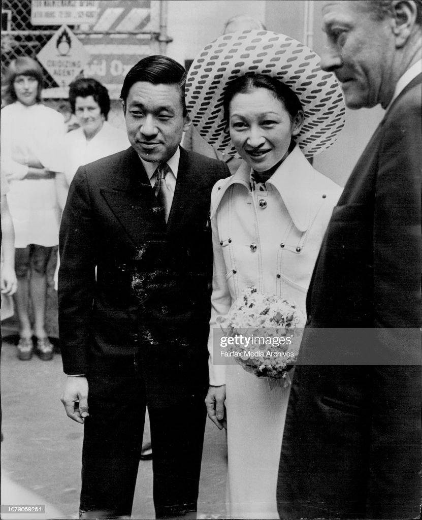 Visit of the Crown Prince of Japan to the Sydney Hospital.Prince & Princess at Sydney Hospital's Kanematsu Memorial Institute. : ニュース写真