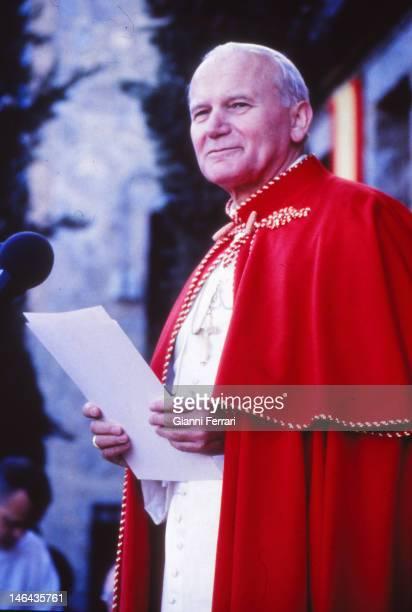 Visit of the Pope John Paul II to the cloistered nuns at the 'Monasterio de la Encarnacion' First November 1982 Avila Spain
