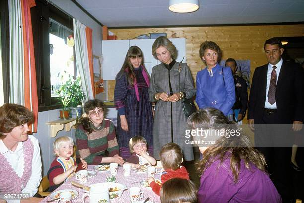 Visit of the Spanish Kings to Norway where the queen Sofia of Spain with the princess Sonia of Norway visits a Center of Elders April 1982 Oslo Norway