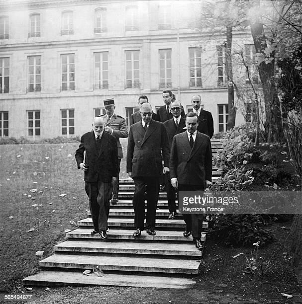 Visite du général de Gaulle à l'ENA, ici avec René Cassin et Michel Debré, à Paris, France, le 17 novembre 1959.