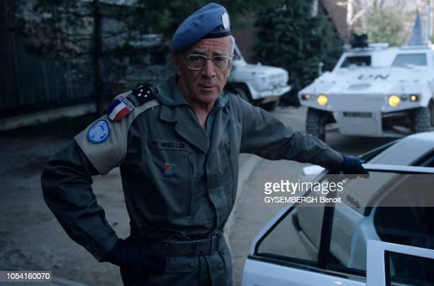 Visite du général Philippe MORILLON chef de la Forpronu avec son étatmajor à Sarajevo et Srebrenica en BosnieHerzégovine en avril 1993 Portrait en...