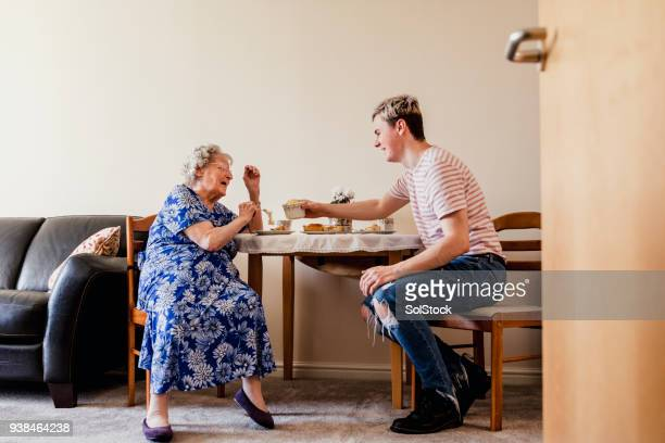 visiting his elderly relative - visita imagens e fotografias de stock