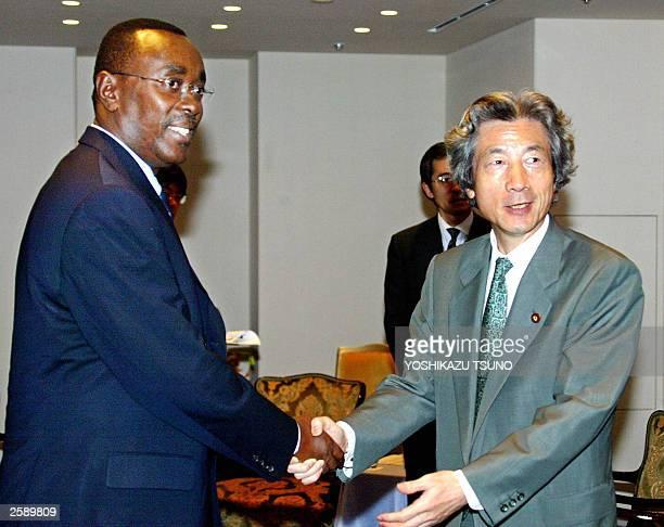 Visiting Rwanda Prime Minister Bernard Makuza shakes hands with his Japanese counterpart Junichiro Koizumi prior to their talks at a Tokyo hotel 28...
