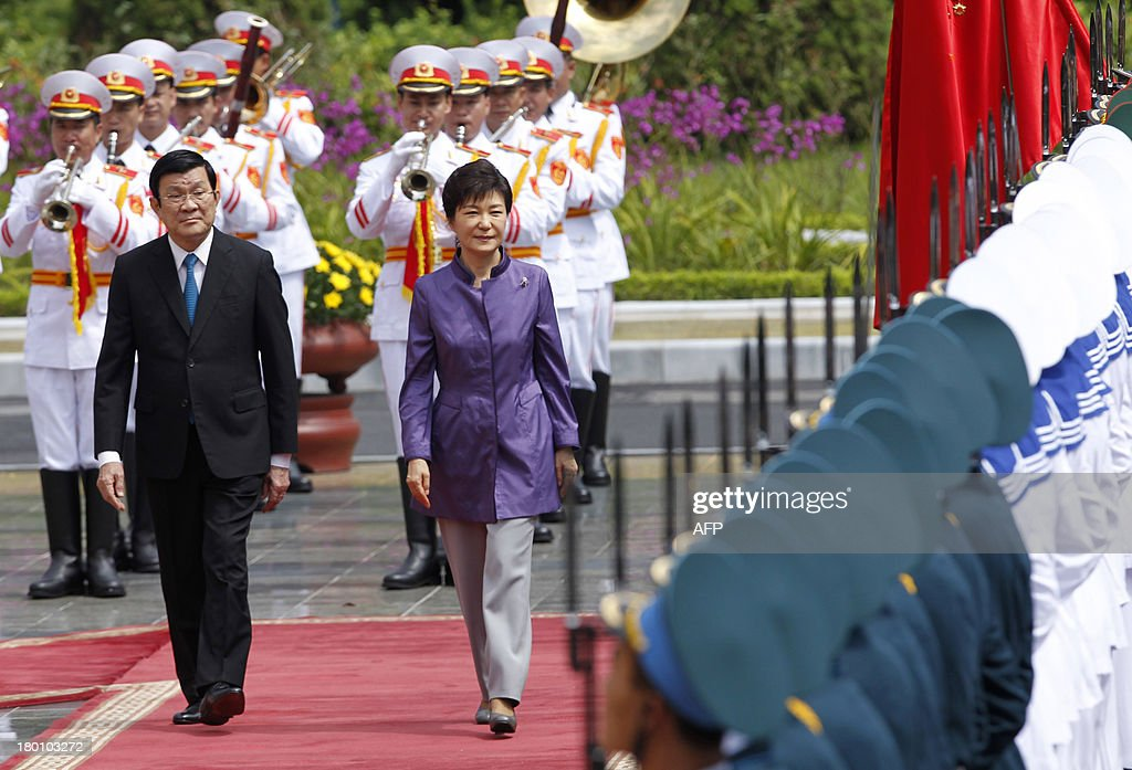 Visiting South Korean President Park Geun-Hye (R) and her Vietnamese counterpart Truong Tan Sang review an honour guard during a welcoming ceremony at the presidential palace in Hanoi on September 9, 2013. The South Korean leader arrived to Hanoi late September 7, 2013 from the G20 meeting in Russia for a three-day official visit aimed at boosting bilateral ties.