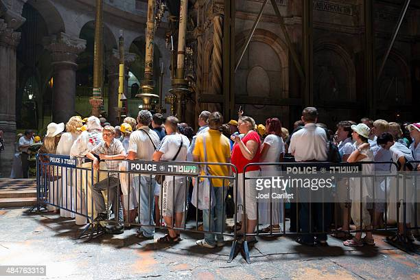 visiting the tomb of jesus - holy sepulchre - jesus tomb stock pictures, royalty-free photos & images