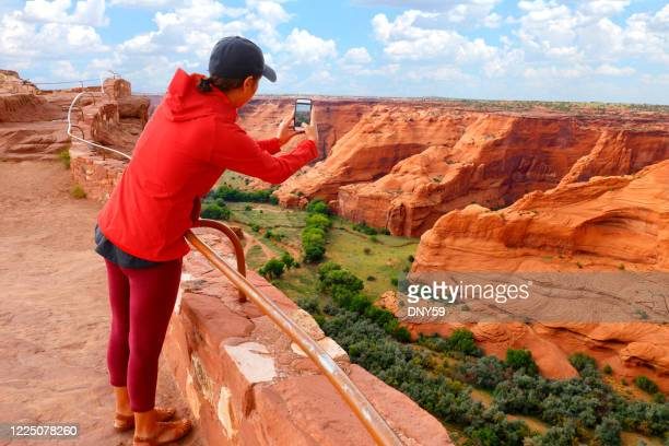 visitor at canyon de chelly national monument - canyon de chelly national monument stock pictures, royalty-free photos & images