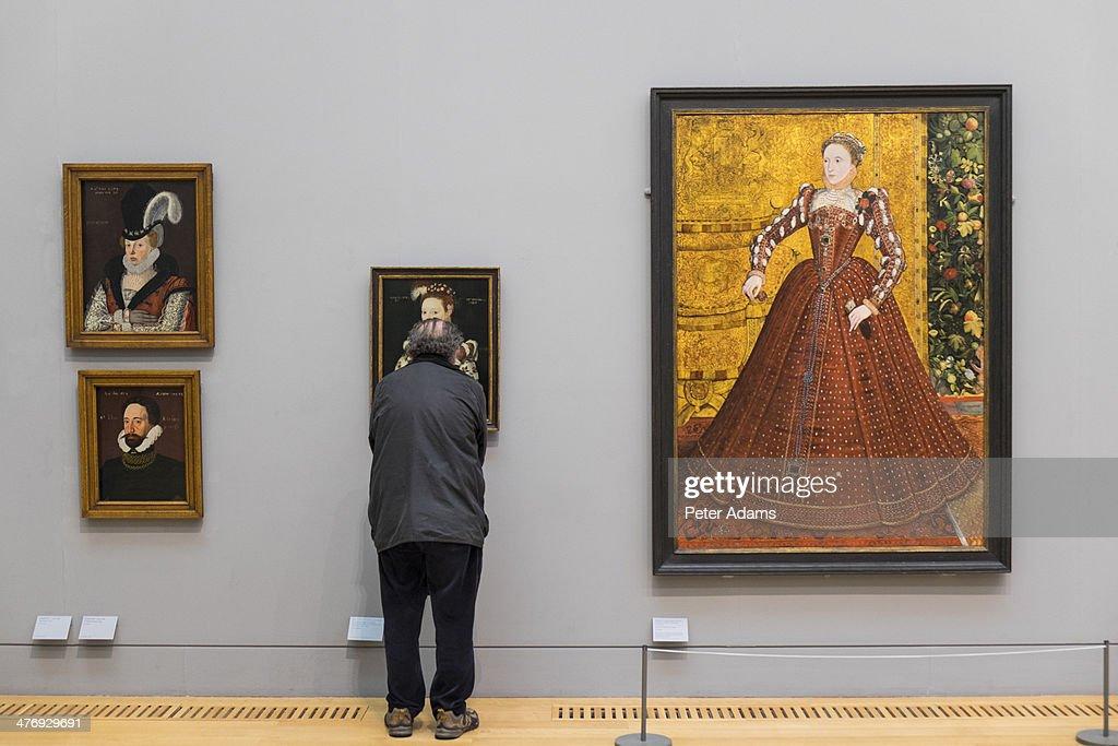 Visitor looking at paintings, Tate Britain, London : Stock Photo