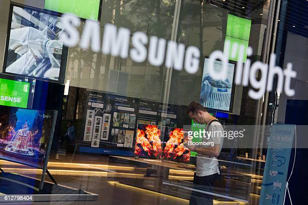 A visitor looks at his mobile device at the Samsung Electronics Co D'light showroom in Seoul South Korea on Wednesday Oct 5 2016 Samsung is scheduled...