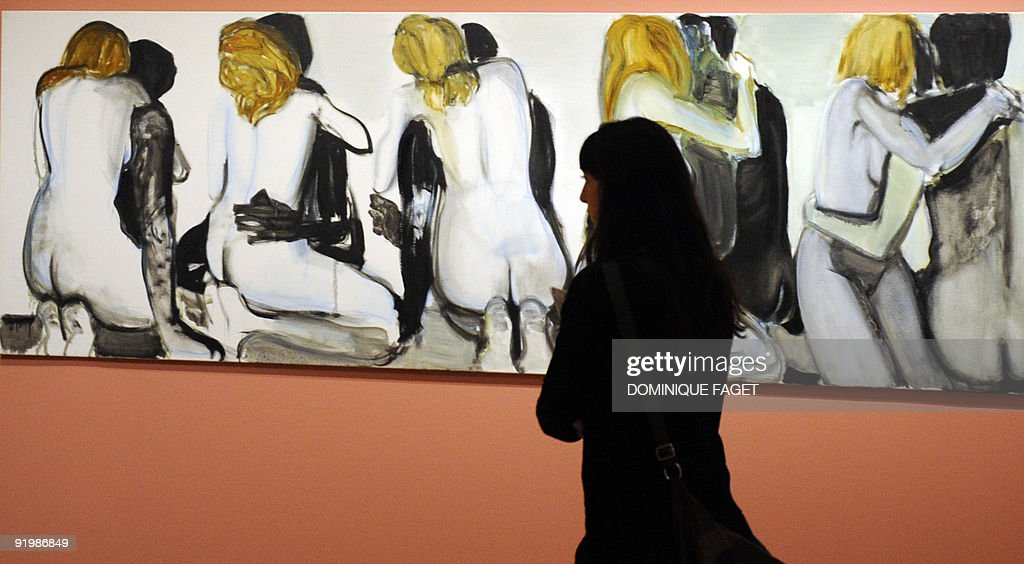 "A visitor looks at the painting ""Couples : News Photo"