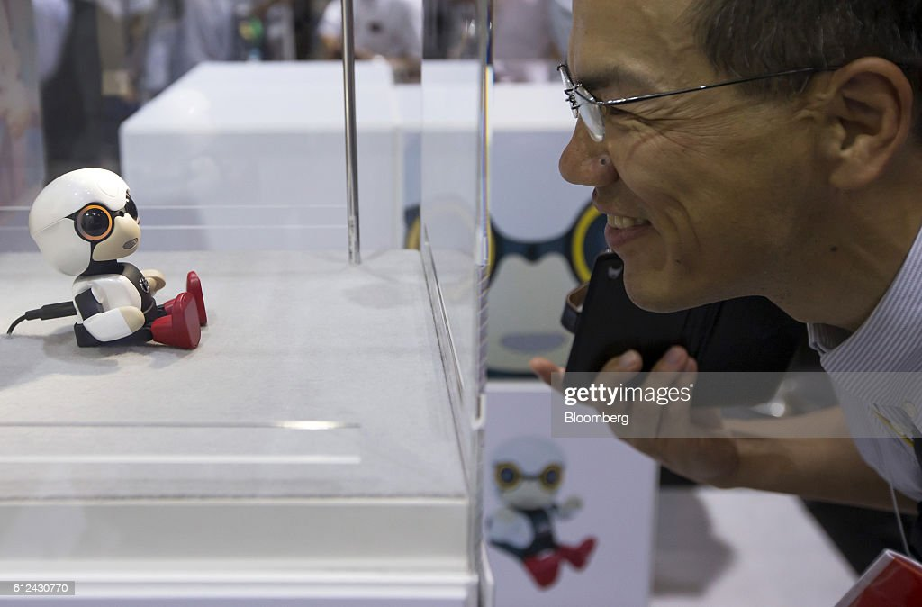 Gadgets On Show At The CEATEC Exhibition : ニュース写真