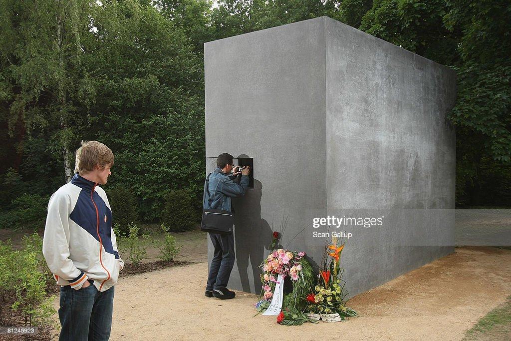 Memorial to Nazi-Era Persecuted Homosexuals : News Photo