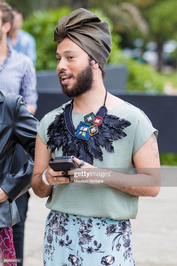 Street Style at Sao Paulo Fashion Week Fall/Winter 2017 - Day 2 : News Photo