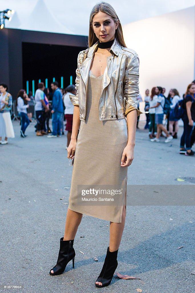 Street Style at Sao Paulo Fashion Week Winter 2017 - Day 4 : News Photo