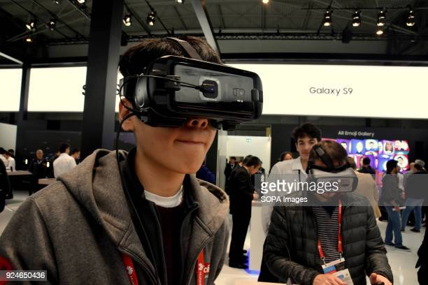 A visitor seen trying out the virtual reality goggle by Samsung during the Mobile World Congress The Mobile World Congress 2018 is being hosted in...