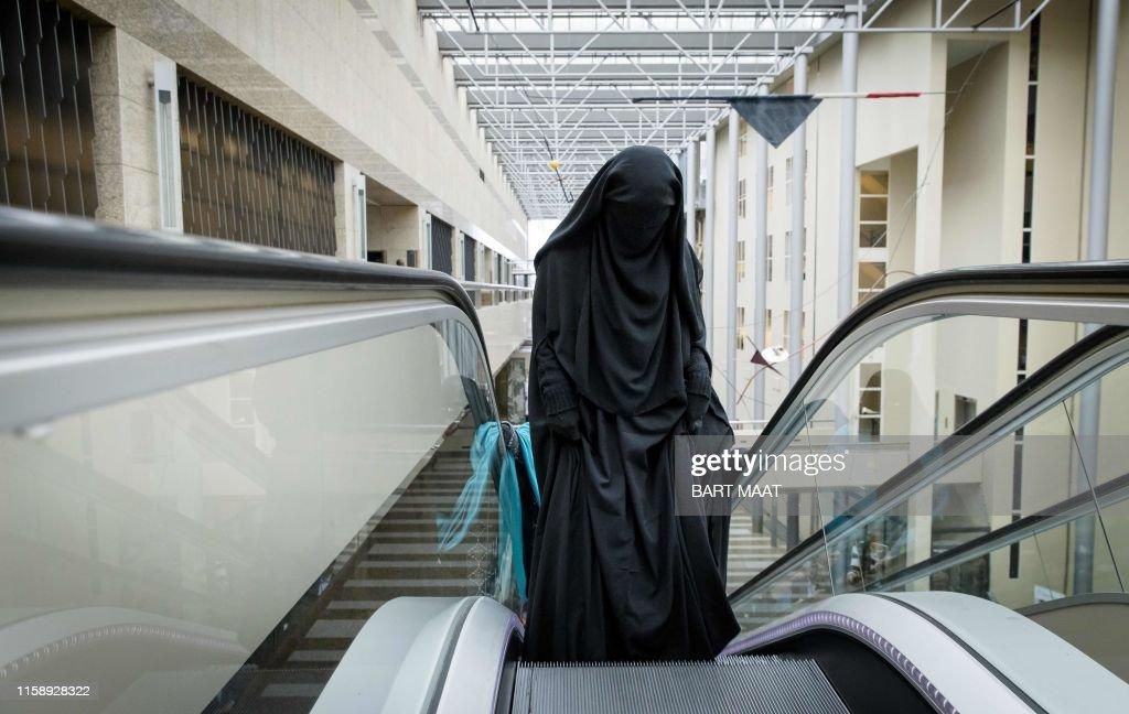 NETHERLANDS-SOCIAL-RELIGION-ISLAM-BURQA : Fotografía de noticias