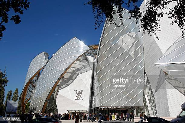 Visitors are standing on the line during the opening day to the public of the Louis Vuitton Foundation building in the Bois de Boulogne in Paris...