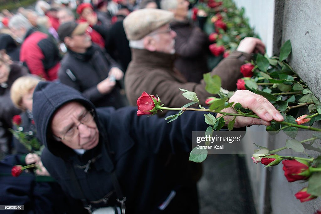 Germany Celebrates 20 Years Fall Of The Berlin Wall : Fotografía de noticias