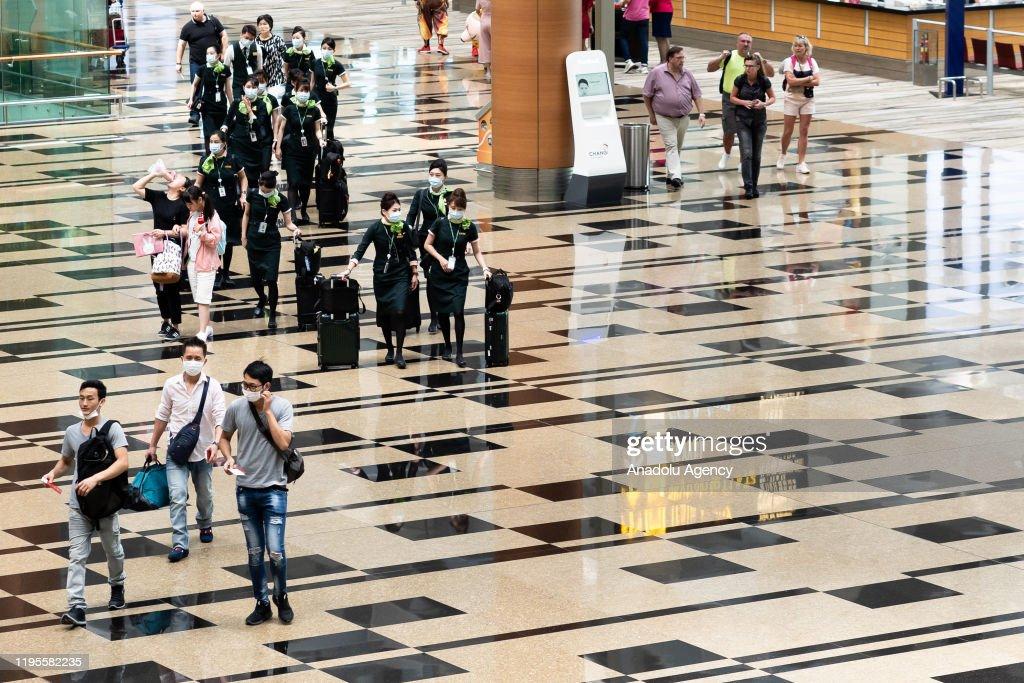 Coronavirus scanning in Singapore : ニュース写真