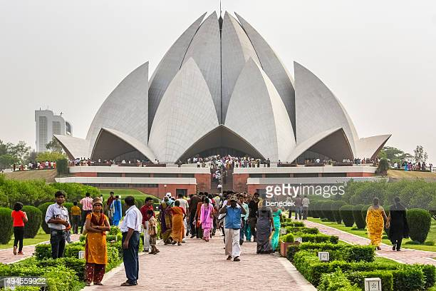 visitors at the lotus temple in new delhi india - new delhi stock pictures, royalty-free photos & images