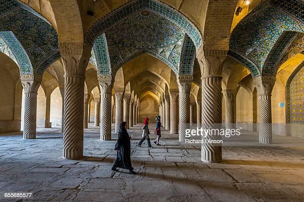 visitors at vakil mosque - shiraz fotografías e imágenes de stock