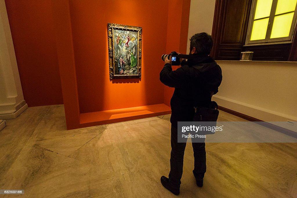 Visitors attend 'L'Annunciazione di El Greco' exhibition... : News Photo