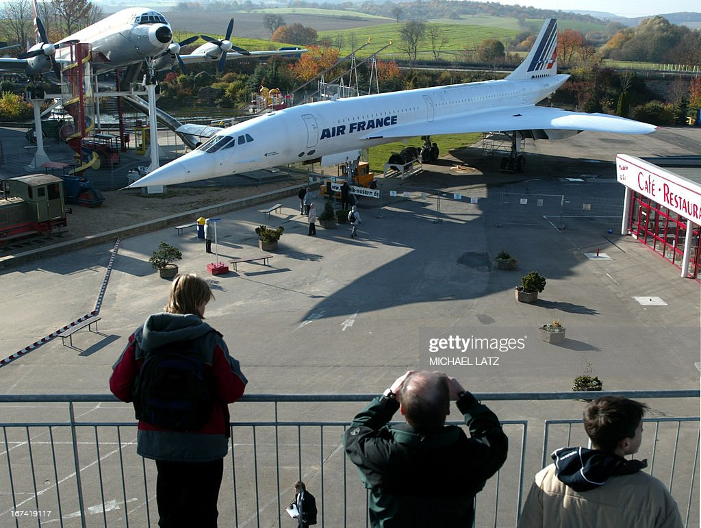 Visitors catch a glimpse 06 November 2003, of the Sinsheim transport museum's newest aquisition: an Air France Concorde. The supersonic jet was bought by the museum for the symbolic sum of 1 Euro.