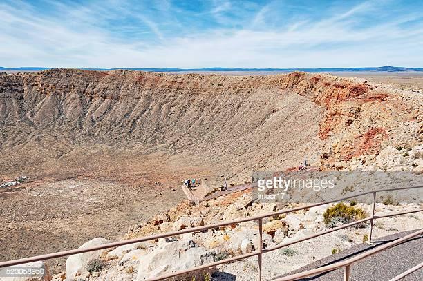 Besucher genießen Sie die Aussicht in Arizona Meteorkrater