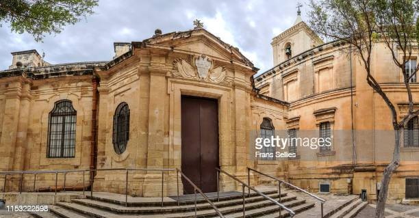 visitors' entrance to the  st john's co-cathedral, valletta, malta - frans sellies stockfoto's en -beelden