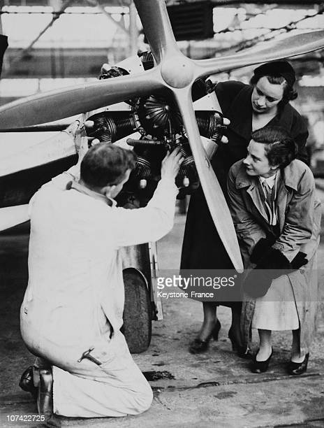 Visitors In London Air Park On May 1935