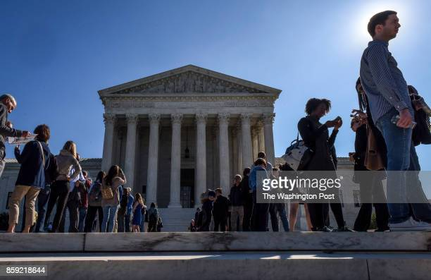 Visitors line up in front of the Supreme Court while the Justices hear arguments on gerrymandering on October 2017 in Washington DC
