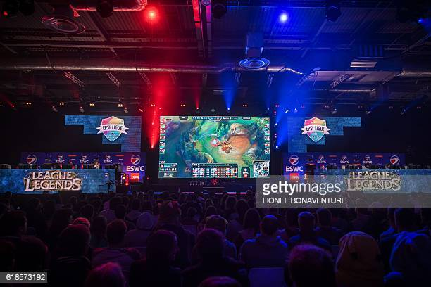 Visitors looks at the video game League of Legends being played on a giant screen on October 27 2016 at the trade fair for the Paris Game Week in...