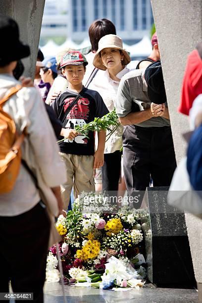 広島平和お客様の花のフェスティバル、横たわっている - 追悼行事 ストックフォトと画像
