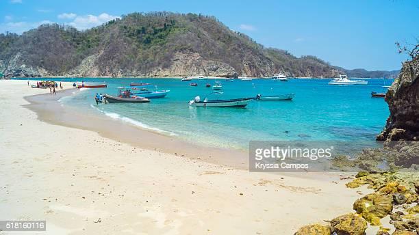 visitors on beach, isla tortuga (turtle island) - península de nicoya fotografías e imágenes de stock
