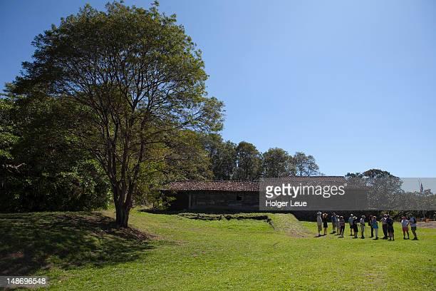 visitors outside historical museum at la casona. - parque nacional de santa rosa fotografías e imágenes de stock