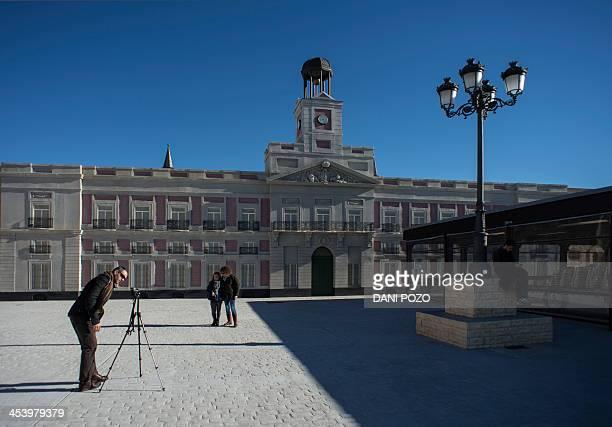 Puerta del sol madrid fotograf as e im genes de stock for Parking puerta del sol