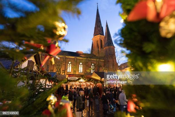 Visitors stand in front of the St Lamberti Church during the opening of the 'Lambertimarkt' in Oldenburg Germany 28 November 2017 The Lambertimarkt...