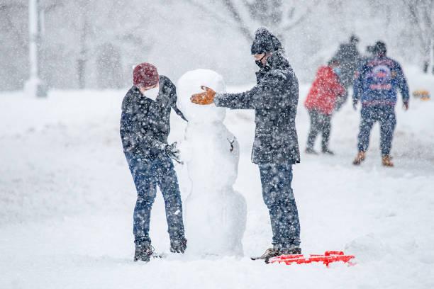 NY: Snow Blankets New York City Area