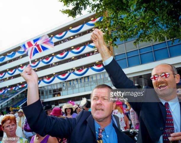 Visitors to Royal Ascot sing patriotic English songs June 2002