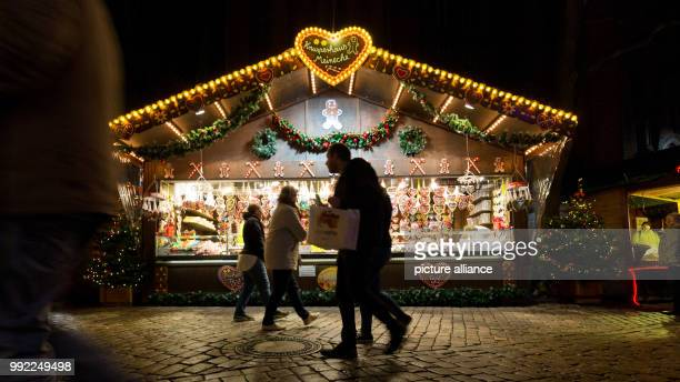Visitors walk past a stand during the opening of the 'Lambertimarkt' in Oldenburg Germany 28 November 2017 The Lambertimarkt is a classic christmas...
